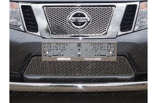 Решетка радиатора Nissan Terrano 3 верхняя треугольник