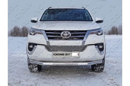Решетка радиатора Toyota Fortuner 2 внутренняя