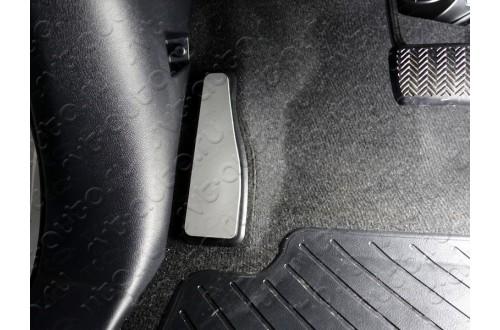 Накладка площадки левой ноги Toyota Fortuner