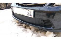 Заглушка решётки переднего бампера Toyota Corolla E140 E150 рестайлинг седан