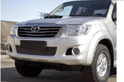 Заглушка решётки переднего бампера Toyota Hilux 7 рестайлинг